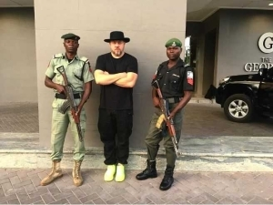 Olamide Gushes As He Meets Hip-Hop's Greatest Photographer Jonathan Mannion In Lagos (Photos)